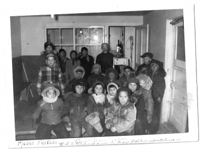 Cree children watching a movie